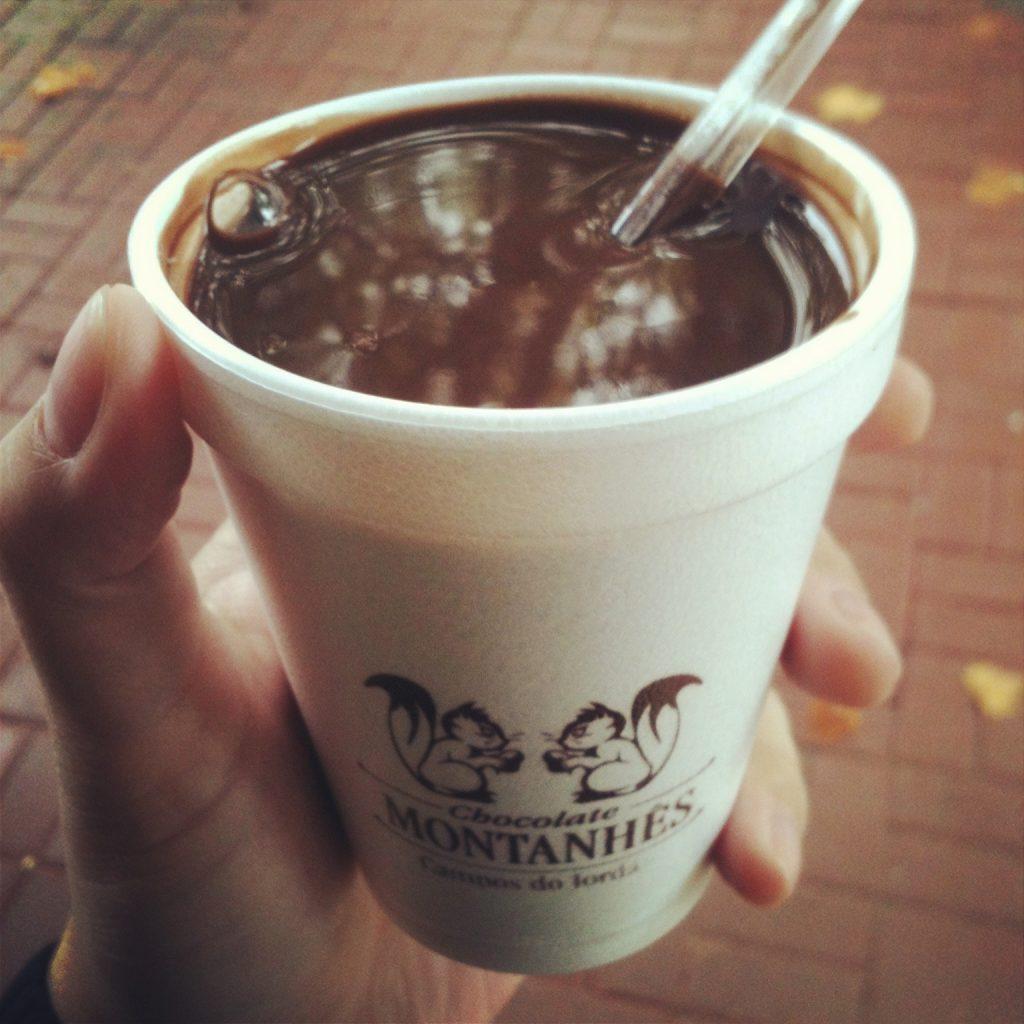 Delicioso chocolate quente cremoso Montanhês.